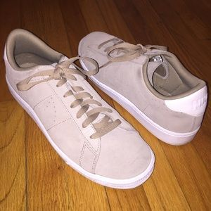 Nike • Cream Suede Sneakers Like NEW • Size 10.5